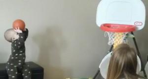 Μπόμπιρας 15 μηνών δεν χάνει ούτε σουτ στο Μπάσκετ (Video)