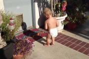 Μωρά ανακαλύπτουν τη σκιά τους
