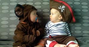 Μωρά που ντύθηκαν πρώτη φορά για τις απόκριες (Video)