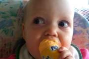 Μωρά δοκιμάζουν πράγματα για πρώτη φορά