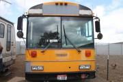 Οικογένεια μετέτρεψε σχολικό λεωφορείο σε σπίτι (1)