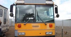 Οικογένεια μετέτρεψε σχολικό λεωφορείο σε λειτουργικό σπίτι