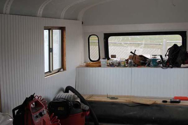 Οικογένεια μετέτρεψε σχολικό λεωφορείο σε σπίτι (5)