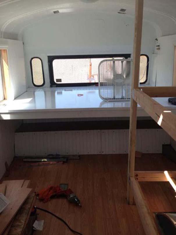 Οικογένεια μετέτρεψε σχολικό λεωφορείο σε σπίτι (7)