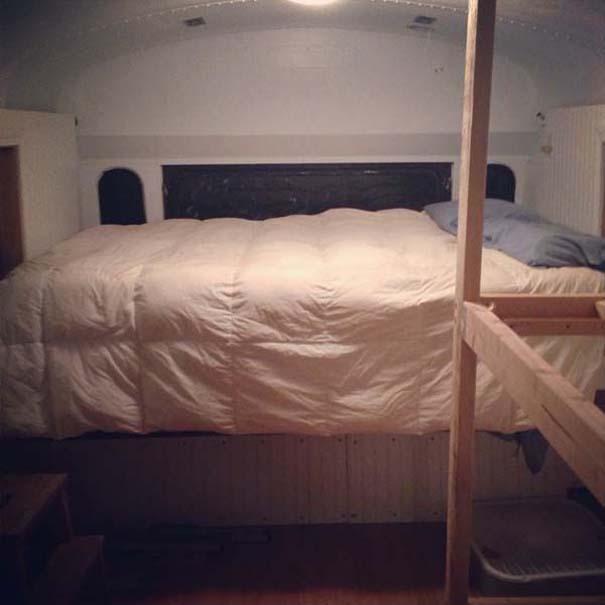 Οικογένεια μετέτρεψε σχολικό λεωφορείο σε σπίτι (9)