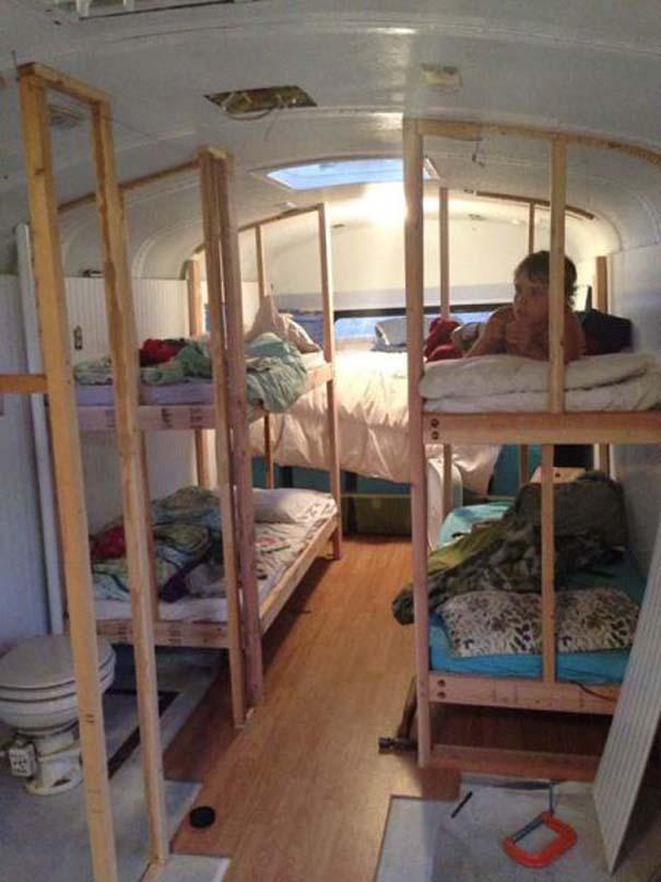 Οικογένεια μετέτρεψε σχολικό λεωφορείο σε σπίτι (11)
