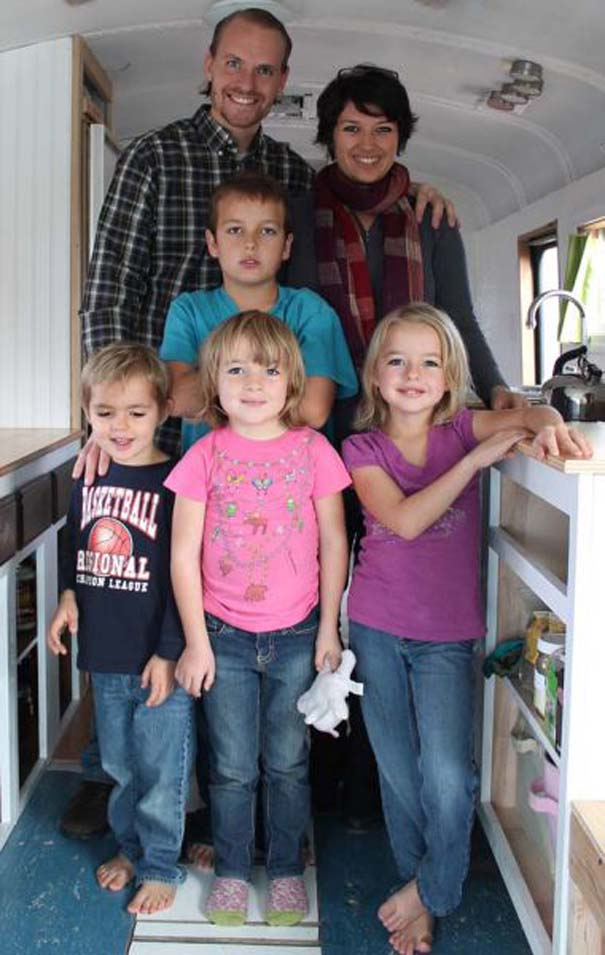 Οικογένεια μετέτρεψε σχολικό λεωφορείο σε σπίτι (13)