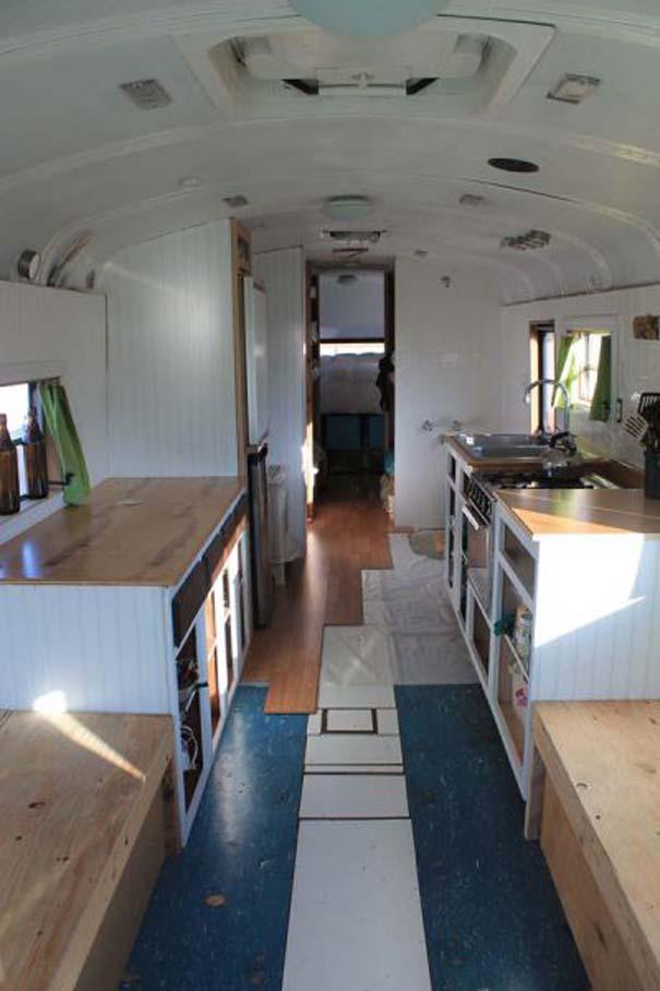 Οικογένεια μετέτρεψε σχολικό λεωφορείο σε σπίτι (16)