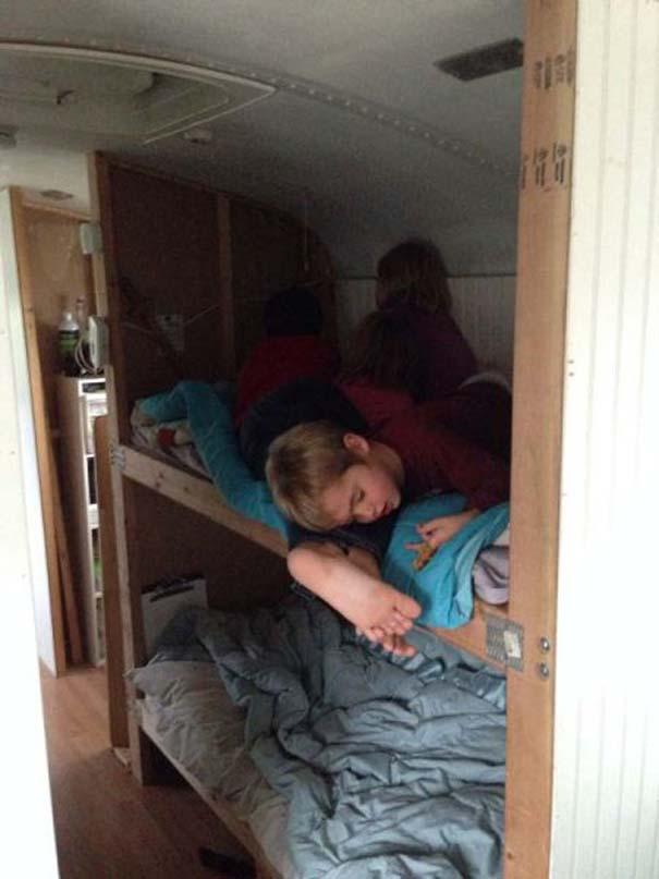 Οικογένεια μετέτρεψε σχολικό λεωφορείο σε σπίτι (20)