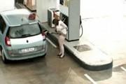 Όλα τα τρελά στο βενζινάδικο