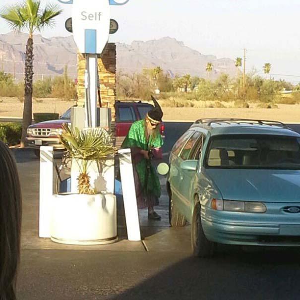 Περίεργες και ξεκαρδιστικές στιγμές σε βενζινάδικα (9)