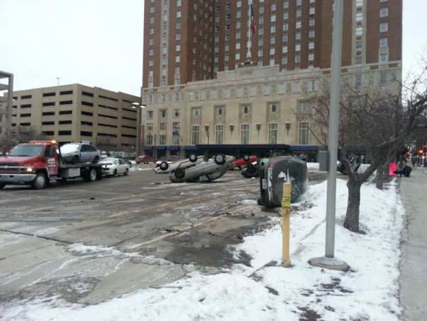 Περίεργο φαινόμενο σε parking αυτοκινήτων (3)