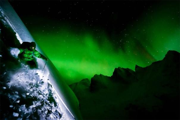Σκι κάτω από το Βόρειο Σέλας | Φωτογραφία της ημέρας
