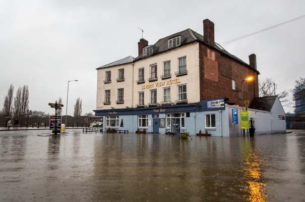 Πριν και μετά τις φονικές πλημμύρες στη Βρετανία (6)