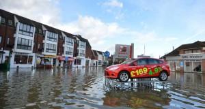 Σοκαριστικές εικόνες: Πριν και μετά τις φονικές πλημμύρες στη Βρετανία