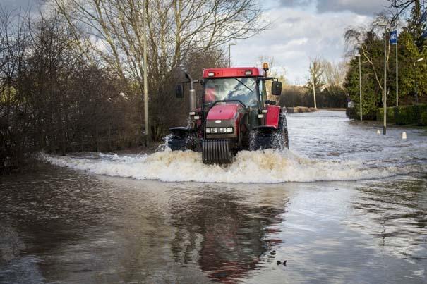 Πριν και μετά τις φονικές πλημμύρες στη Βρετανία (18)