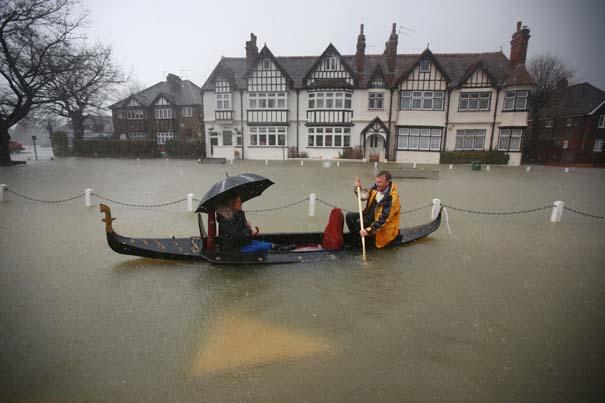 Πριν και μετά τις φονικές πλημμύρες στη Βρετανία (15)