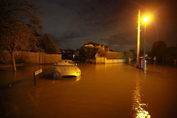 Πριν και μετά τις φονικές πλημμύρες στη Βρετανία (3)
