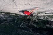 Σκαρφαλώνοντας σε ένα τείχος 450 μέτρων χωρίς εξοπλισμό ασφαλείας