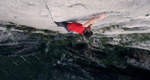 Σκαρφαλώνοντας σε ένα τείχος 450 μέτρων χωρίς εξοπλισμό ασφαλείας (Video)