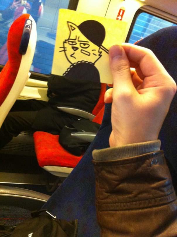 Σκιτσογράφος βρήκε έναν πολύ δημιουργικό τρόπο για να περνάει η ώρα στο τρένο (4)