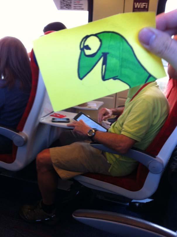 Σκιτσογράφος βρήκε έναν πολύ δημιουργικό τρόπο για να περνάει η ώρα στο τρένο (17)
