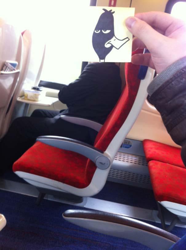 Σκιτσογράφος βρήκε έναν πολύ δημιουργικό τρόπο για να περνάει η ώρα στο τρένο (20)