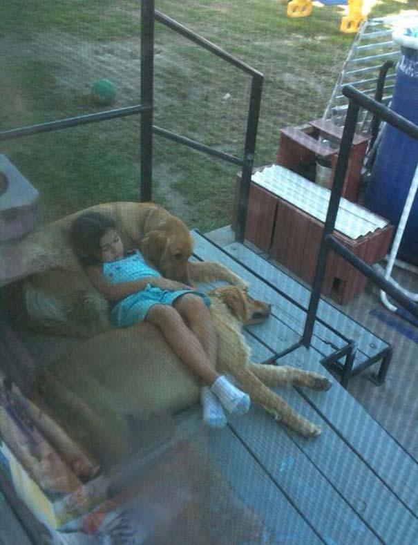 Φωτογραφίες που αποδεικνύουν πως οι σκύλοι είναι οι καλύτεροι φίλοι των παιδιών (7)