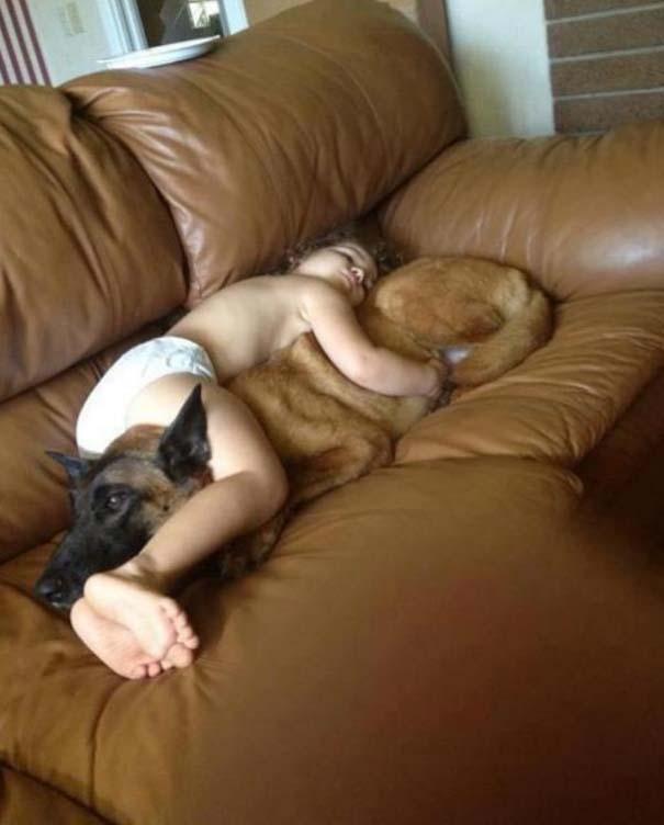 Φωτογραφίες που αποδεικνύουν πως οι σκύλοι είναι οι καλύτεροι φίλοι των παιδιών (18)