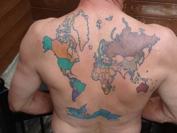 Τατουάζ στην πλάτη με χάρτη των ταξιδιών του (4)