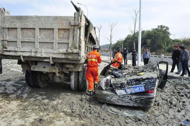 Βγήκε ζωντανή από ένα σπάνιο και τρομακτικό τροχαίο ατύχημα (4)