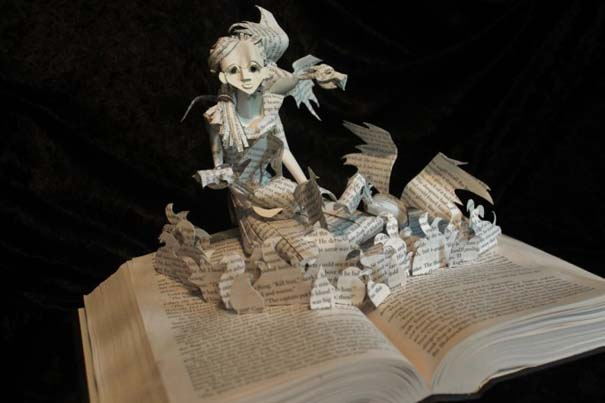 Βιβλία μετατρέπονται σε γλυπτά που ζωντανεύουν (29)