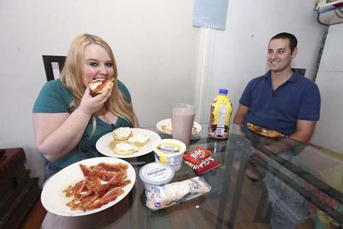 23χρονη έχει σαν στόχο να φτάσει τα 190 κιλά (2)