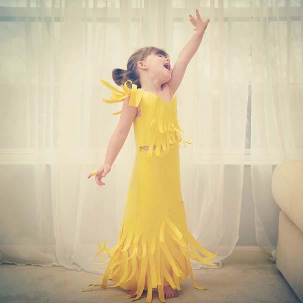 4χρονη δημιουργεί με τη μητέρα της εκπληκτικά φορέματα από χαρτί (1)