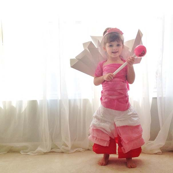 4χρονη δημιουργεί με τη μητέρα της εκπληκτικά φορέματα από χαρτί (9)