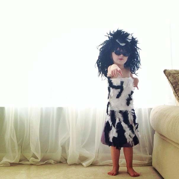 4χρονη δημιουργεί με τη μητέρα της εκπληκτικά φορέματα από χαρτί (11)