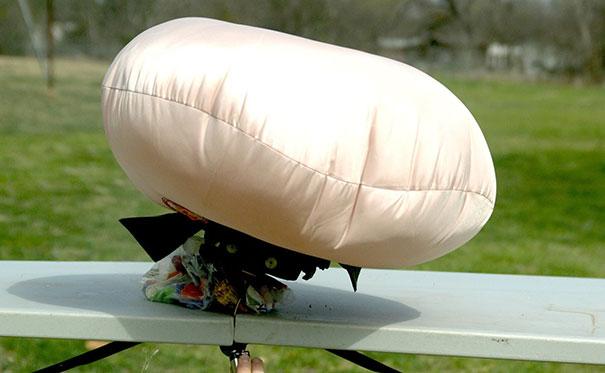 Άνοιγμα αερόσακου σε slow motion