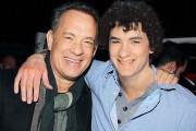 Διάσημοι ποζάρουν με τον... νεότερο εαυτό τους (2)