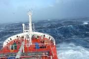 Δείτε το εσωτερικό ενός μεγάλου πλοίου να παραμορφώνεται από ισχυρή θαλασσοταραχή