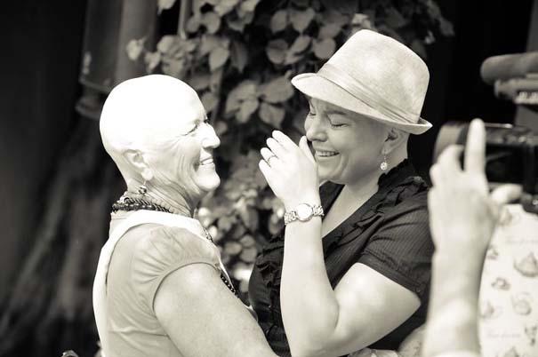 Όταν οι φίλες μιας γυναίκας έμαθαν ότι πάσχει από καρκίνο, έκαναν κάτι που θα σας κάνει να δακρύσετε... (6)
