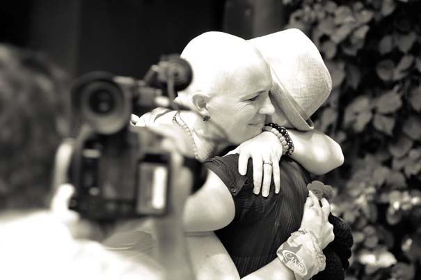 Όταν οι φίλες μιας γυναίκας έμαθαν ότι πάσχει από καρκίνο, έκαναν κάτι που θα σας κάνει να δακρύσετε... (7)