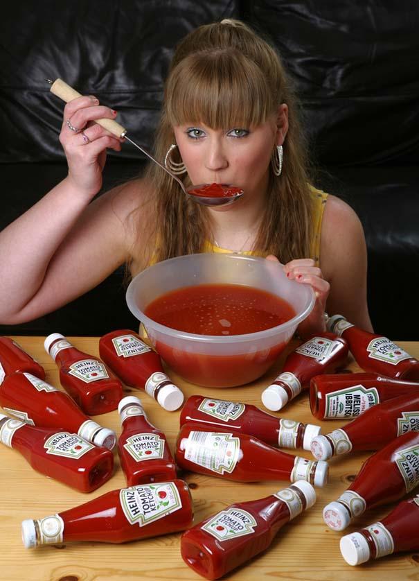 Γυναίκα με εθισμό στην κέτσαπ (4)
