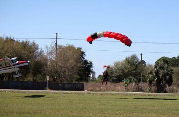 Καρέ καρέ η σύγκρουση ενός skydiver με αεροπλάνο στον αέρα (4)