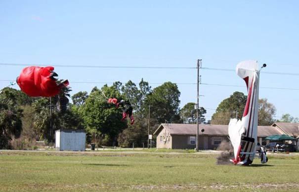 Καρέ καρέ η σύγκρουση ενός skydiver με αεροπλάνο στον αέρα (10)