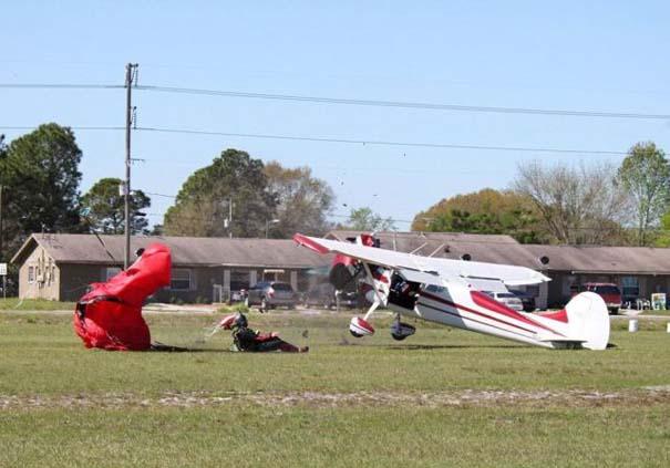 Καρέ καρέ η σύγκρουση ενός skydiver με αεροπλάνο στον αέρα (13)
