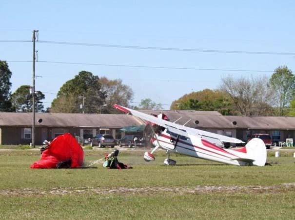 Καρέ καρέ η σύγκρουση ενός skydiver με αεροπλάνο στον αέρα (14)