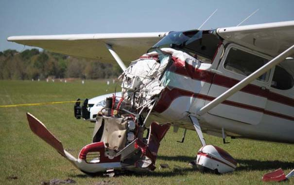 Καρέ καρέ η σύγκρουση ενός skydiver με αεροπλάνο στον αέρα (16)