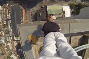 Κατακόρυφο στην άκρη της οροφής 40όροφου κτηρίου