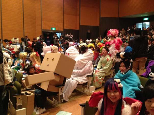 Κολλέγιο στην Ιαπωνία επιτρέπει στους φοιτητές να φορέσουν ό,τι θέλουν στην τελετή αποφοίτησης (4)