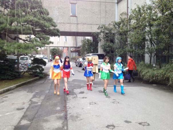 Κολλέγιο στην Ιαπωνία επιτρέπει στους φοιτητές να φορέσουν ό,τι θέλουν στην τελετή αποφοίτησης (9)